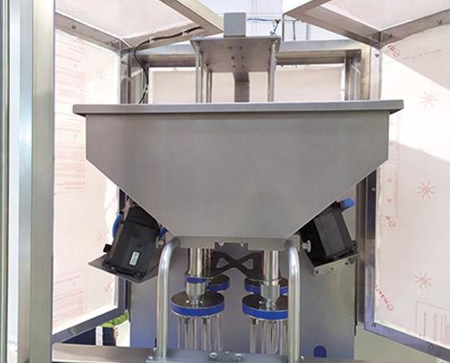Inyectadora de panetonne, detalle depósito calefactado.