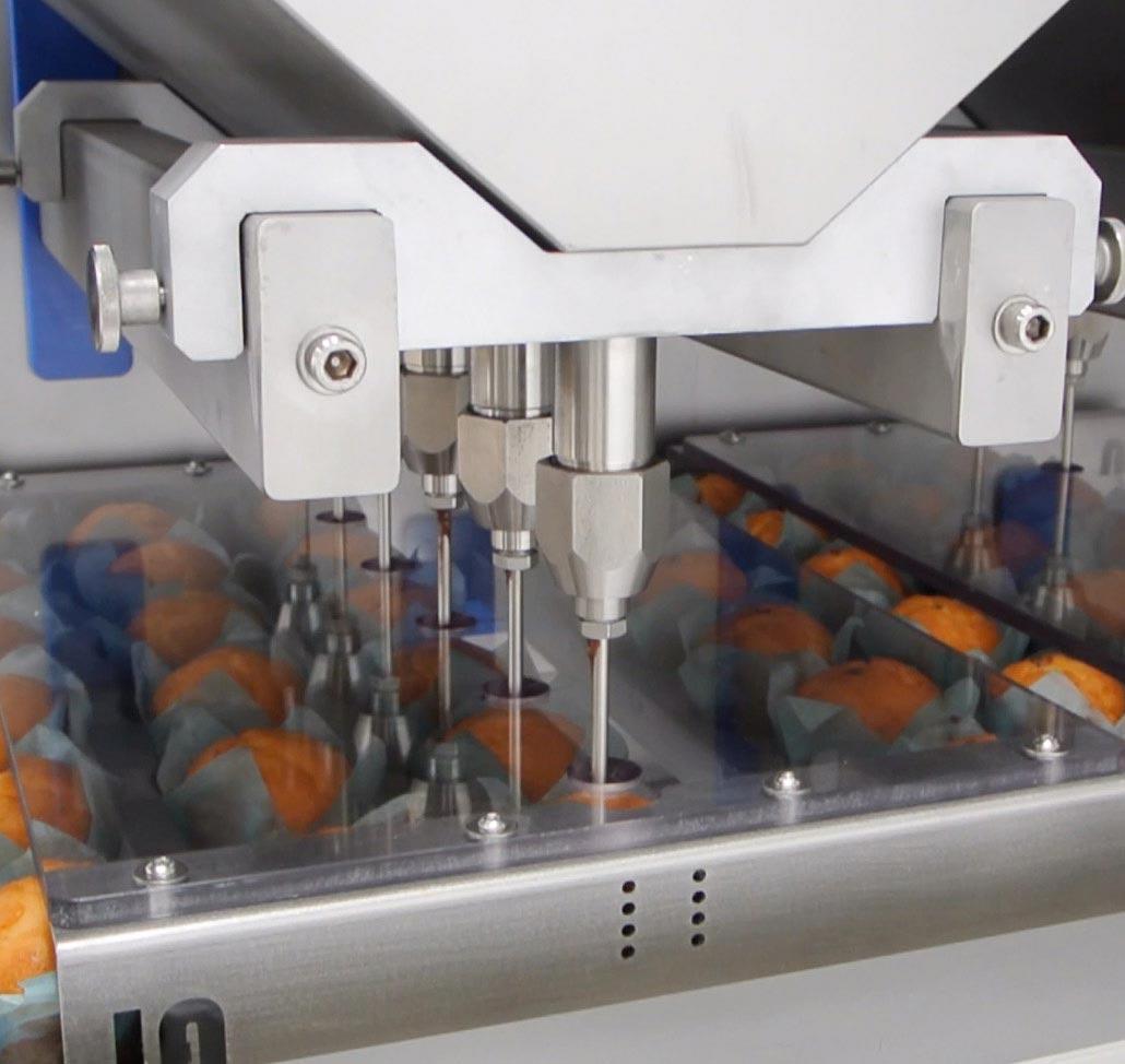 Inyectadora automática, detalle de inyectado de magdalenas